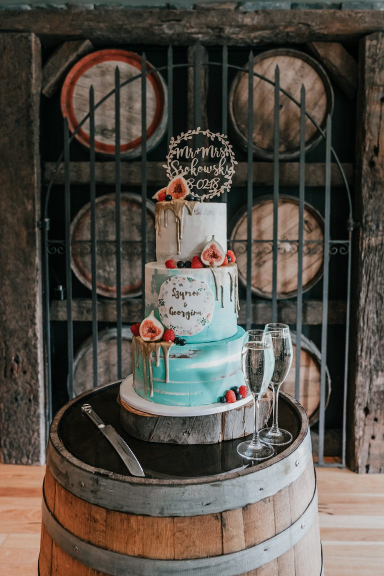 artistic wedding cake luxury style in tiffany teal aqua colour with figs