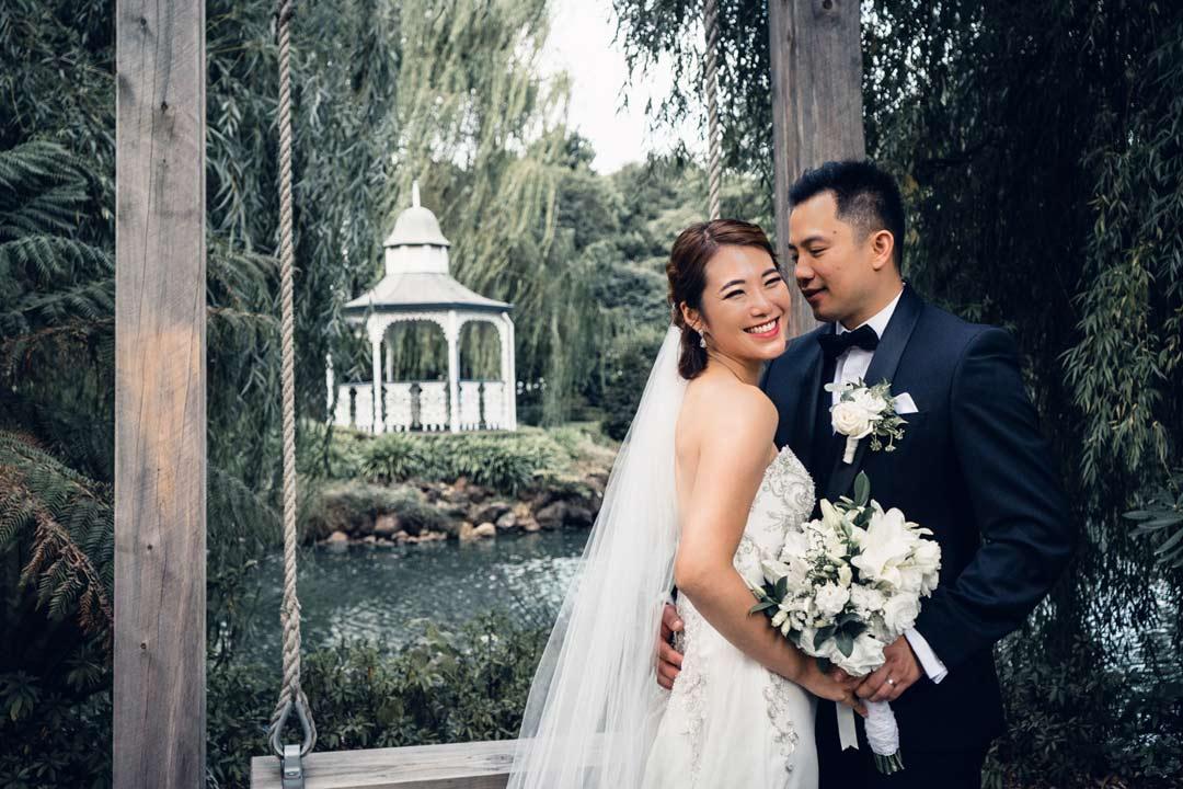 romantic wedding photo idea at Ballara Receptions in Eltham