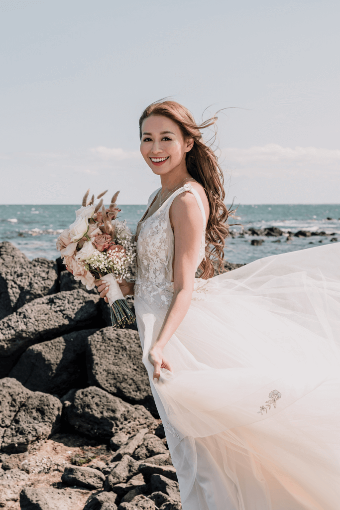 beautiful bride with beach bakcground